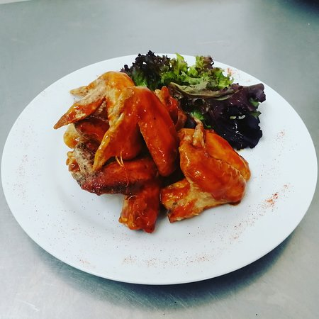 The Anchor Inn: Tasty bbq chicken wings.