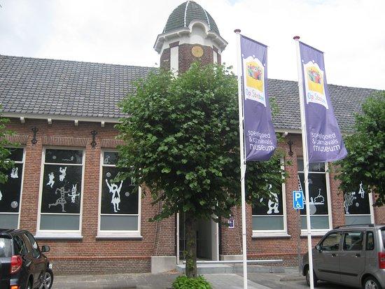 Oosterhout, هولندا: Museum is gevestigd in meer dan 100 jaar oud karakteristiek gebouw. Voorheen school.
