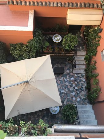 Hotel Modigliani: VUE SUR JARDIN DEPUIS NOTRE BALCON