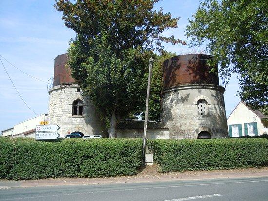 Chateaux d'Eau Les Jumeaux