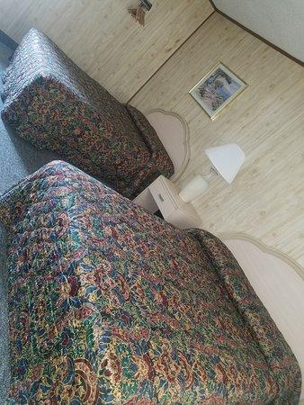Sunburst Motels I & II: Our spacious bedroom