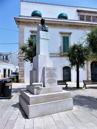 Monumento a Monsignor Domenico Morea