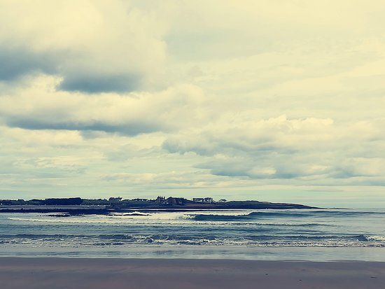 Beadnell, UK: Harbour from beach