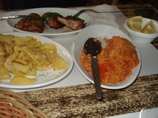 Pano Platres, Siprus: Pork Fillet with Chips and bulgur