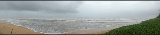 Varca, Inde : The cloudy morning look of the beach.