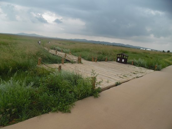 Zhenglan Qi, China: board path through grassland