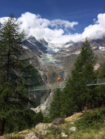 Randa, Suiza: un pont suspendu de près de 500 m à 85 m du sol