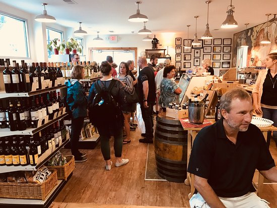 Accident, Мэриленд: The shop--packed on a saturday