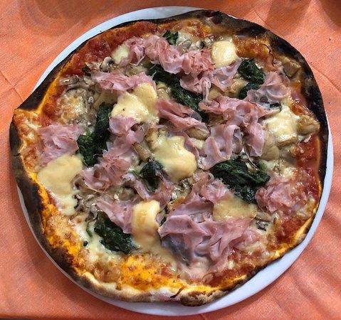 """Subbiano, Italia: Pizza """"Poker"""" (4 formaggi, funghi, cotto e spinaci)"""