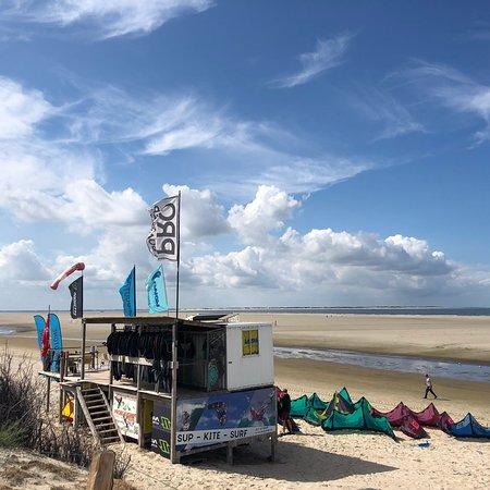 Langeoog, Deutschland: Motiviertes Team, toller Standort mit seichtem Priel für Einsteiger u. der Nordsee für Könner. K
