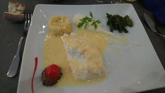Saint-Laurent-sur-Sevre, Frankrike: sandre au beurre blanc,un délice pour les papilles