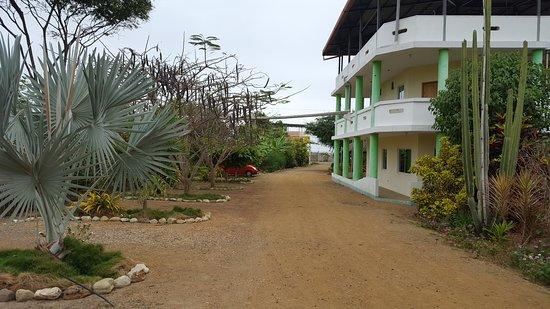 Puerto Cayo, Ecuador: view to front of property