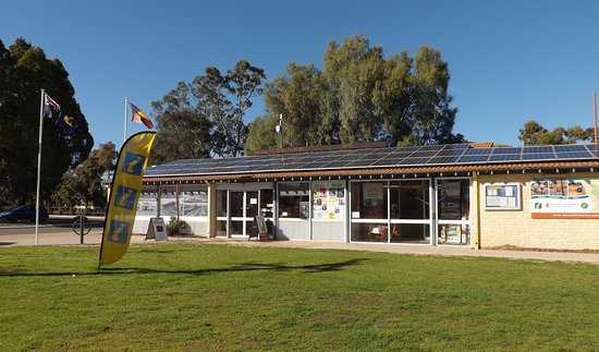 Merredin, Austrália: Exterior of Central Wheatbelt Visitor Centre