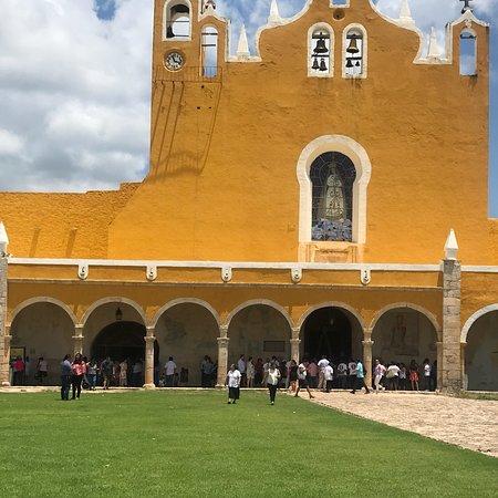 写真El Atrio del Convento de Izamal枚