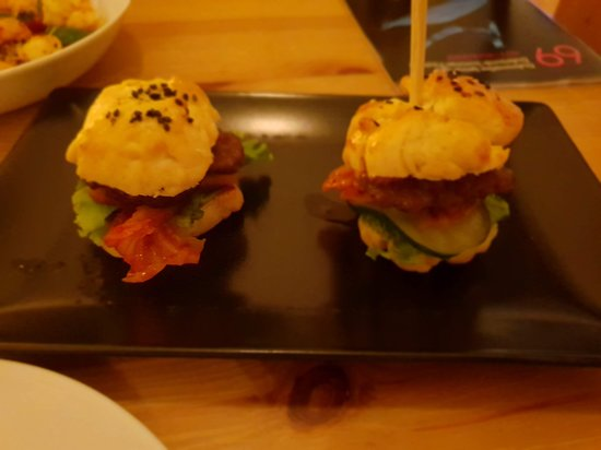 Azur Dubrovnik: Korean beef slider - not that great