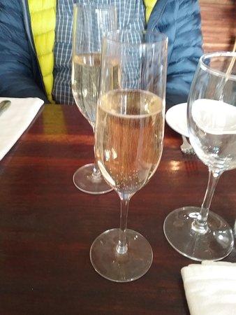 Blackheath, Australien: Sparkling wine to celebrate.