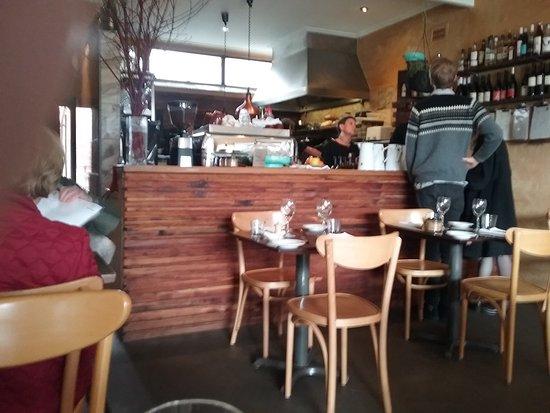 Blackheath, Australien: Bar, counter and food preparation area behind.