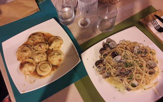 Bova Marina, إيطاليا: Spaghetti alle vongole veraci e girasoli al Dio Nettuno