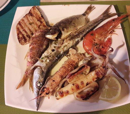 Bova Marina, إيطاليا: Grigliata mista di pesce