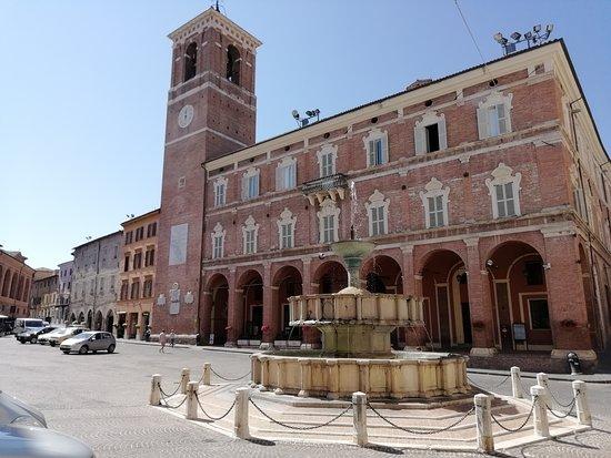 La fontana di Fabriano - Foto di Fontana Sturinalto, Fabriano - Tripadvisor