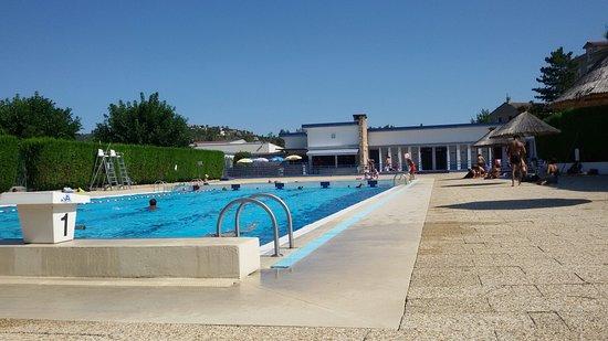 Les Roches-de-Condrieu, ฝรั่งเศส: Le grand bain. Au fond les vestiaires