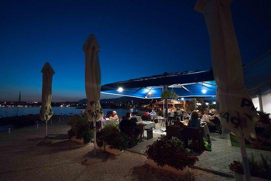 Podstrana, Croatia: L'Aroma restaurant & bar on beach