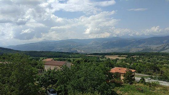 Villa Santa Lucia degli Abruzzi, Италия: West facing view.