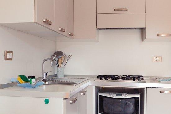 Cucina: forno combinato a microonde frigo a colonna con ...