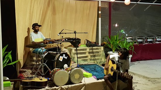 Thulusdhoo Island: Live session in the garden #Maldives
