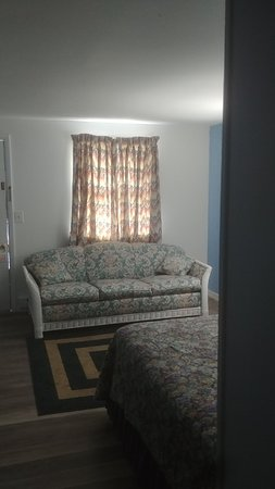 Callao, VA: Queen pull out sofa / bed added to the room now sleeps 4...
