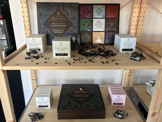 Nordby, Denmark: Vi sælger også chokolade fra Konnerup & Co.