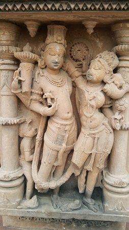 Sachiya Mata Temple: stone statues
