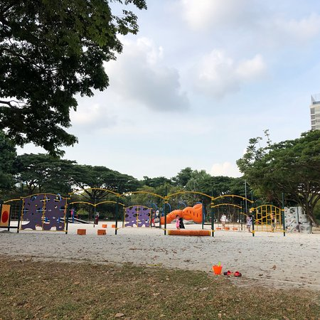 Family friendly park with alot of playground activities!