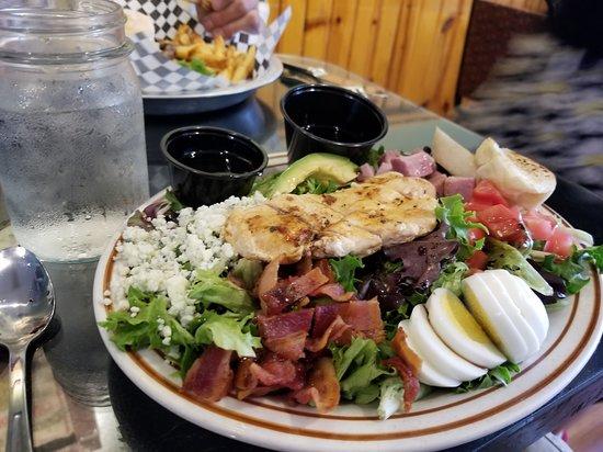 ซีดาเรดจ์, โคโลราโด: Cobb Salad