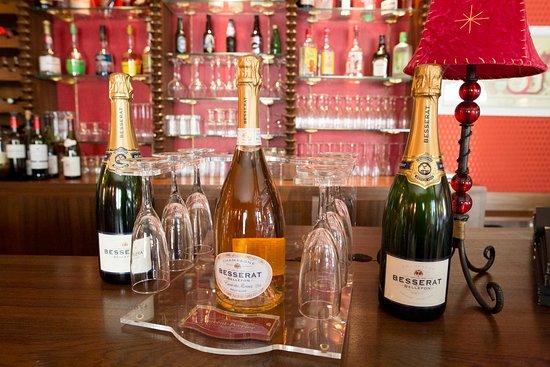 Guilliers, France: Nos champagnes blanc et rosé