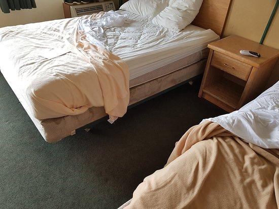 Battle Mountain, NV: Mycket skitig säng. Äckligt på riktigt