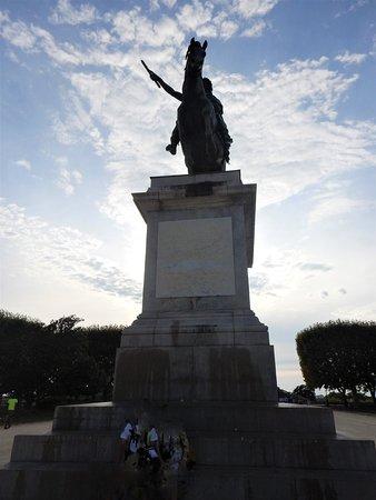 Statue équestre du roi