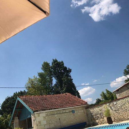 Chateauneuf-sur-Charente, ฝรั่งเศส: Maison du Ruisseau -3 Gites for 12, 10, 6, 4, or 2