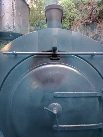 Haverthwaite, UK: Back of the steam train from the first carriage window
