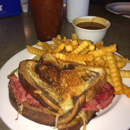Grand Forks, Dakota del Nord: The Reuben is dang good at the Long Haul!