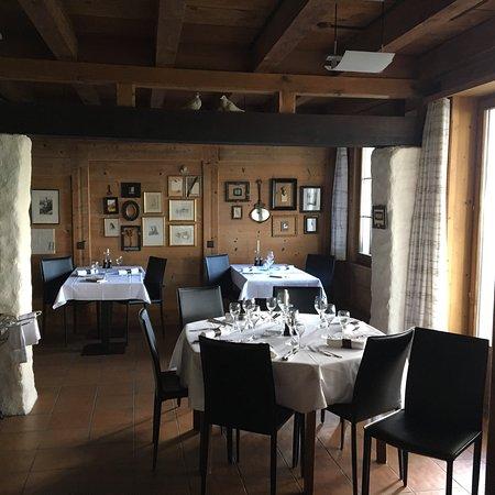 Lugnorre, Switzerland: Hotel-Restaurant Mont-Vully