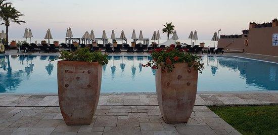 Hotel Guadalmina Spa & Golf Resort: Piscina al atardecer
