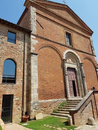 Chiusi, Itália: la facciata di San Francesco del 1200 d.C