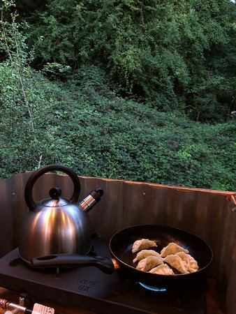 Chalford, UK: Cooking in the woods!