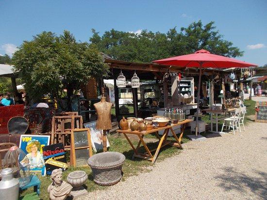 Liliomkert Market