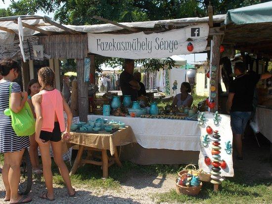 Kaptalantoti, Hungria: Népművészek közül egy