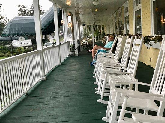 Lakeside Inn: Waiting for the rain to stop