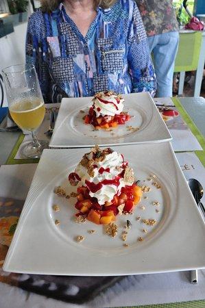 Saint-Jean-le-Vieux, France: Dessert.
