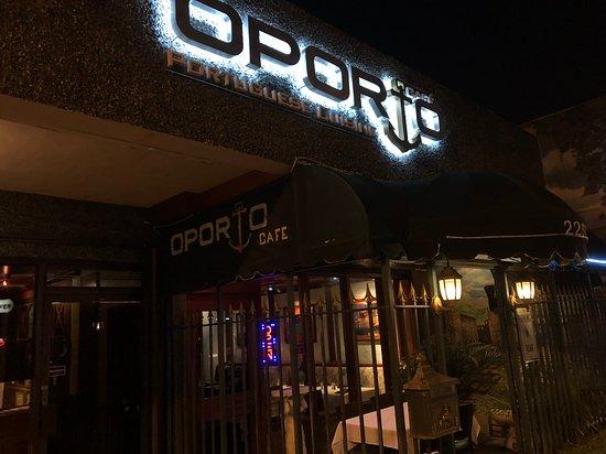 Oporto Cafe: Entrance at Night