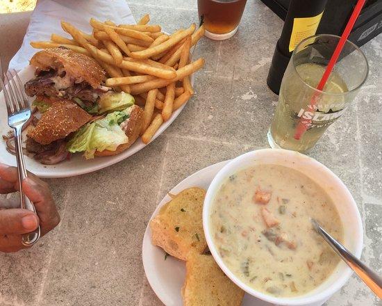 Fanny Bay, Canadá: Wild Boar Burger and Seafood Chowder